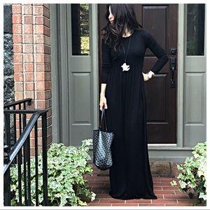 Dresses & Skirts - ✨LAST ONES✨Black long sleeves pockets maxi dress